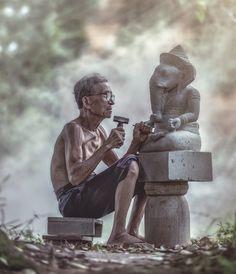 Kala Ksetram — Sculptor making a Ganesha sculpture, Cambodia Village Photography, Indian Photography, Indian Illustration, Ganesha Art, Lord Ganesha, Sri Ganesh, Ganesh Images, India Culture, Indian Art Paintings
