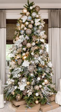 White Gold Christmas Tree Decor Regina Gust When it comes to decorating, my favourite part is the TREE. I love to create a beautiful Christmas tree. Here is the Ultimate christmas tree Inspiration! Gold Christmas Tree, Christmas Tree Design, Beautiful Christmas Trees, Christmas Tree Themes, Rustic Christmas, Merry Christmas, Christmas Ideas, Christmas Lights, Christmas Movies