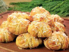 Roys saffransbullar med fördeg Swedish Recipes, Sweet Recipes, Cookie Desserts, Dessert Recipes, Roy Fares, Whats For Lunch, Bread Bun, 20 Min, Vegan Snacks