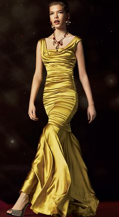 D just get the feminine shape. They are forever designing beautiful clothes that fit feminine silhouettes. Love this Golden Color. Runway Fashion, High Fashion, Womens Fashion, Paris Fashion, Mode Glamour, Beautiful Gowns, Gorgeous Dress, Beautiful Clothes, Yellow Fashion