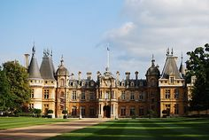 Waddesdon Manor is a country house in the village of Waddesdon, in Buckinghamshire, England. The house was built in the Neo-Renaissance style of a French château between 1874 & 1889 for Baron Ferdinand de Rothschild Palaces, Country House Interior, Country Houses, Revival Architecture, Historic Architecture, Victorian Architecture, English Manor Houses, Second Empire, Grand Homes