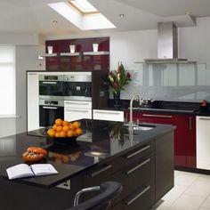 Best kitchen ideas red and black appliances 23 Ideas Black And Red Kitchen, Black Kitchens, Cool Kitchens, Modern Kitchens, Dream Kitchens, Open Plan Kitchen, New Kitchen, Kitchen Dining, Kitchen Ideas