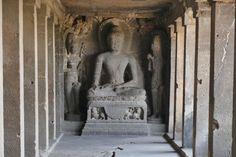 Ellora, eine der rieisgen Buddha-Hoehlen