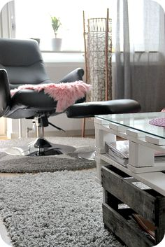 Kotikuvia Eames, Lounge, Chair, Life, Furniture, Home Decor, Airport Lounge, Drawing Rooms, Decoration Home