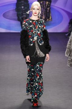Anna Sui Fall 2014 Ready-to-Wear Collection Photos - Vogue Anna Sui Fashion, Love Fashion, High Fashion, Fashion Show, Autumn Fashion, Fashion Outfits, Fashion Design, Style Couture, Couture Fashion
