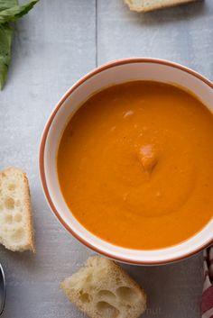 Easy Creamy Tomato Soup www.pineappleandcoconut.com