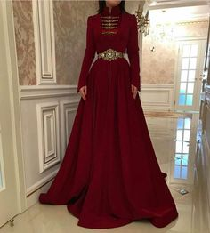 This is the kind of dress I picture on the Empress in Spinning Silver Dress Outfits, Cool Outfits, Fashion Dresses, Prom Dresses, Wedding Dresses, Pretty Dresses, Beautiful Dresses, Diy Vetement, Witch Fashion