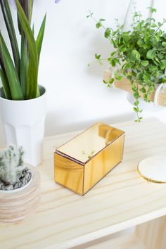 DIY a mirrored box for your jewelry