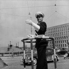 Helsingin historiaa kuvien, videoiden ja karttojen muodossa esittelevä sivusto. Helsinki, Old World, Old Photos, Finland, Memories, Black And White, Retro, Scene, Vintage