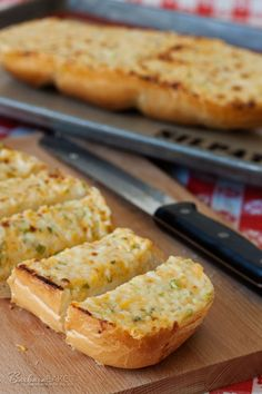 Black Angus Three Cheese Garlic Bread copycat recipe