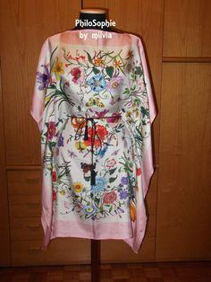 abito floreale con maniche ampie