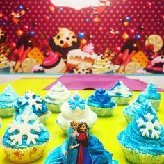 Pastanızın yanına temaya ugun Cupcakeler - Melek Anne Cupcake Anne, Catering, Cupcake, Birthday Cake, Desserts, Food, Tailgate Desserts, Deserts, Catering Business