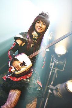 Beni ( member of Wagakki ) J Pop, Guitar Girl, My Muse, Kawaii, Pop Music, Japanese Girl, Harley Quinn, Cool Bands, Character Inspiration