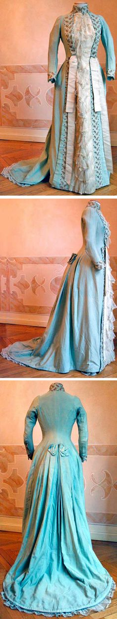 Tea gown, 1886, wool. Closes in the front with buttons (top two-thirds) and hooks (bottom third). Abiti Antichi