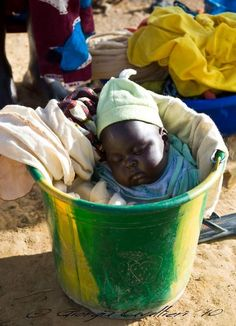 There are no need for big expensive beds for the baby to sleep in 😉. Little one fast asleep in Mali, West Africa © Giorgia Cavallieri Precious Children, Beautiful Children, Beautiful Babies, Beautiful World, Beautiful People, He's Beautiful, Cultures Du Monde, World Cultures, Kids Around The World