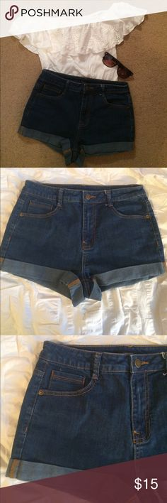 Forever 21 Dark Wash High Wasted Denim Shorts •Size US 28 •The perfect simple high waisted shorts for summer! ☀️ •Cuffed hemline •Stretchy material and great condition (only worn a few times!) Forever 21 Shorts Jean Shorts