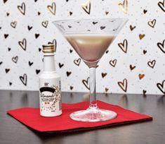 Mandel küsst Likör: Den neuen Baileys aus Mandelessenz und süßem Mandelöl kann man als sommerlichen Longdrink oder einfach pur auf Eis genießen.