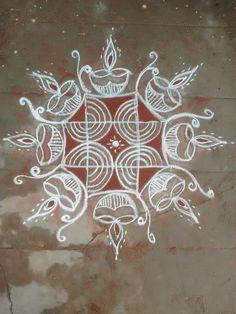 Rangoli Designs Flower, Flower Rangoli, Beautiful Rangoli Designs, Kolam Designs, Mehandi Designs, Rangoli Colours, Rangoli Patterns, Rangoli Ideas, Rangoli Simple