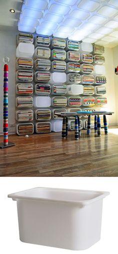 Interesante ejemplo de como transformar unas simples cajas de almacenaje de ikea en el elemento base para crear múltiples objetos, estanterías, luminarias, un poco de todo para el diseño de un estudio. Muy ingenioso. Vía ikeahackers , mommodesign. …