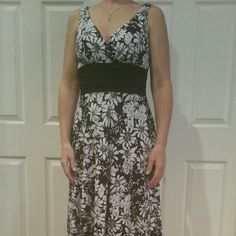 """White House Black Market, size Small, NWOT Fully lined faux wrap sleeveless dress.  Black & white floral design, size Small.  Fit & flair style with ruched waist & slimming black cumberbund.  Easily slips over head.  92% poly, 8% spandex ; lining is 100% poly.  Measures 41"""" shoulder to hem. Cumberbund falls at bottom of rib cage, just above waist and measures 27""""...expandable to 30"""" due to spandex.  NWOT, new condition. White House Black Market Dresses Midi"""