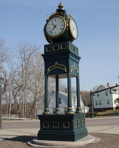 Panoramio is no longer available Charles Eames, Sistema Solar, Antique Clocks, Vintage Clocks, Connecticut, Unusual Clocks, Outdoor Clock, Big Clocks, Father Time