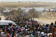 Thousands of Syrians fleeing a fierce battle for the Syrian border town of Tel Abyad have crossed into Turkey.