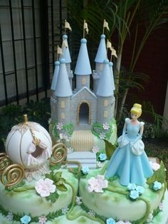 Wow thats awesome!!!  Complete Cinderella Themed Cake with Castle, Carriage and The Princess Herself