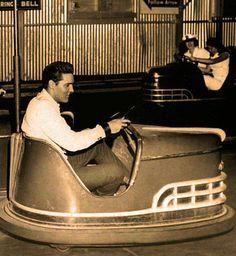 Elvis - bumper cars