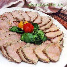 Lomo a la sal. Podemos servir este lomo a la sal caliente o frío, loncheado. A mi me gusta espolvorear con sal gorda, pimentón dulce y un hilo de aceite de oliva. Cooking Recipes, Healthy Recipes, Carne Asada, Meat Chickens, Food N, Sin Gluten, Flan, Chutney, Meatloaf