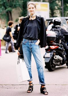 Boyfriend jeans + your comfiest tee + low-heeled sandals = MAJOR model off-duty style! Add a jacket across your shoulders for extra credit! // #streetstyle