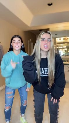 addison rae( has created a short video on TikTok with music It wasn't me. i missed dancing w u Dance Music Videos, Dance Choreography Videos, Charlie Video, Gymnastics Videos, Mode Chanel, Cool Dance, Look Girl, Funny Short Videos, Tic Tok