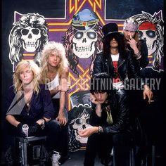Resultado de imagen para guns n roses welcome to the jungle Guns N Roses, Axl Rose, Slipknot, Jack White, 80s Hair Bands, Rock Poster, Duff Mckagan, Heavy Rock, Welcome To The Jungle