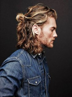 Guys with Long Curly Hair Long curly hair has a reputation for being unruly and difficult to manage. But when managed properly, curly hair can actually help you up your style game and make you … Long Wavy Hair, Long Hair Cuts, Wavy Hair Guys, Long Hair Man, Long Hair Beard, Hair And Beard Styles, Curly Hair Styles, Mens Long Hair Styles, Ponytail Hairstyles