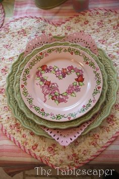 From another pinner:  Be still my floral and shabby chic loving heart, this table setting is so sublimely pretty!