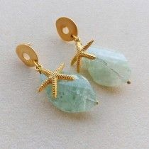 Orecchini tono oro satinato, stelle marine, quarzo verde