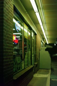 liquor store | Suburbia Landscapes | KSX Super 35mm Film photography