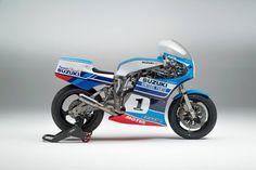 Cafe Racer Pasión — Suzuki Classic Racer by Team Classic Suzuki Suzuki Gsx R, Suzuki Motos, Moto Suzuki, Suzuki Bikes, Suzuki Motorcycle, Racing Motorcycles, Motorcycle Style, Custom Motorcycles, Motorcycle Tips