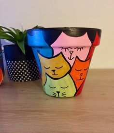Charming Animal Pot Design Ideas For Indoor Mini Planters Flower Pot Art, Flower Pot Crafts, Clay Pot Crafts, Cat Crafts, Garden Crafts, Pottery Painting, Diy Painting, Pottery Art, Painted Plant Pots
