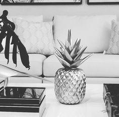 Piña tallada a mano en madera y acabados en poliéster, consiguelos en todas las tiendas z i e n t t e. Cuidamos cada detalle. #zientte #decor #decoration #decoracion #interior