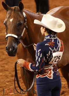 What a lovely outfit! (via: Sass & Class to match the Quarter Horse Ass)