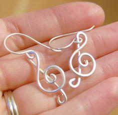 Artículos similares a Clave de sol, pendientes, música, plata esterlina, joyería de alambre en Etsy