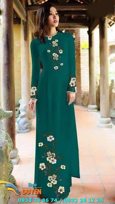 Vietnamese Traditional Dress, Traditional Dresses, England Costume, Dress Painting, Embroidery Suits, Ao Dai, Mannequins, Vogue, Indian Dresses