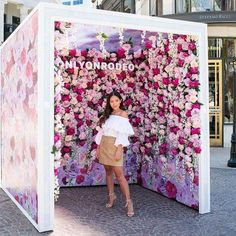 Event Hacks: 8 Tips for the Success of Online Event Marketing - Creative Event Decor Ideas Backdrop Design, Booth Design, Decoration Chic, Photos Booth, Free Instagram, Instagram Wall, Flower Wall, Store Design, Event Decor
