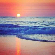Magnificent photo of sunrise on a beautiful beach in Australia. Beautiful World, Beautiful Places, Beautiful Beach, Wonderful Places, Costa, Gold Cost, Gold Coast Australia, Relax, Amazing Sunsets
