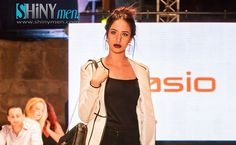 Le Magazine Shinymen.com vous présente les photos dudéfilé de mode des marques industrielles (Sasio)lors de la1èrejournée de laFashion Week Tunis 2016,qui s'est déroulée le Mercredi25 Mai, à l'enceinte du mythique amphithéâtre de Carthage, Tunis. Crédit Photos: Ram photographer. Fashion Week Tunis 2016 – En Photos, Défilé des marques industrielles (Sasio)