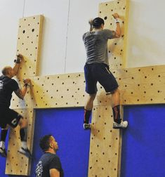 The climbing pegboard has become popular ever since introduced by Dave Castro at the CrossFit Games. Here's how to make your own DIY Climbing Pegboard. Garage Gym, Basement Gym, Parkour Gym, Indoor Climbing, Climbing Wall, Peg Wall, Backyard Gym, Dream Gym, Diy Home Gym