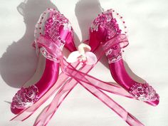 ideas wedding shoes pink low heel satin for 2019 Satin Wedding Shoes, Wedding Dresses With Straps, Lace Wedding, Colorful Wedding Shoes, Natural Wedding Hairstyles, Hot Pink Weddings, Wedding Nails For Bride, Bride Shoes, Handmade Wedding