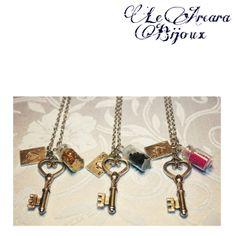 """collane """"alice in wonderland"""" con chiavi, carte e bottiglietta  https://www.facebook.com/le.arcarabijoux"""