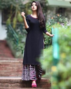 Wow Simple Outfits, Simple Dresses, Nice Dresses, Kurti Designs Party Wear, Kurta Designs, Indian Dresses, Indian Outfits, Salwar Pattern, Indian Designer Wear
