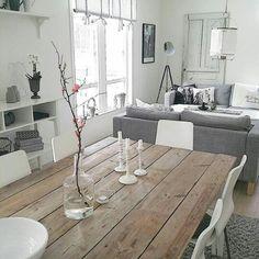 Sala tono gris + mesa comedor de madera